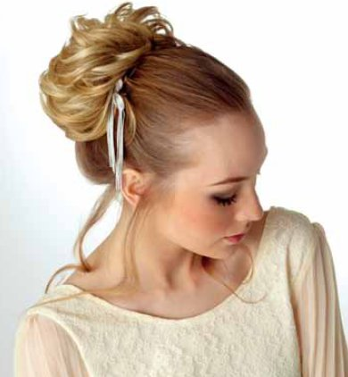 frizura lasni dodatek - Svečane pričeske - figa, čop, paž in lasni dodatki