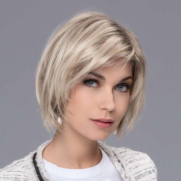 ew changes french 1 600x600 - Ellen changes lasulja French